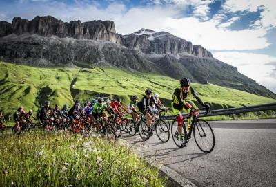 Maratona Dles Dolomites, 9000 ciclisti alla conquista delle montagne