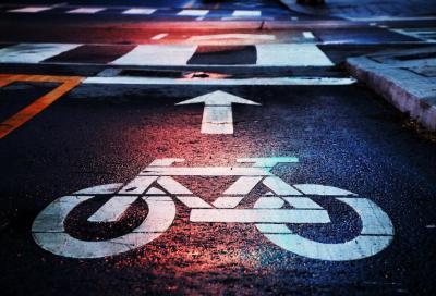 Modifiche al Codice della Strada. Precedenza per i ciclisti ai semafori