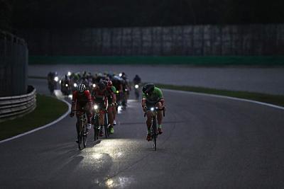 Monza 12H Cycling Marathon: una notte all'autodromo