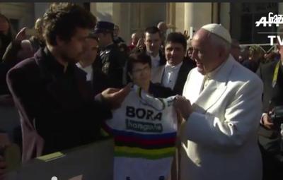 Papa Francesco ai ciclisti: coraggio e integrità. Lontani dal doping