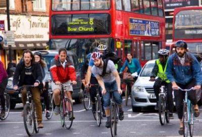 Inquinamento, ecco come i ciclisti possono sfuggire agli effetti dei gas nocivi
