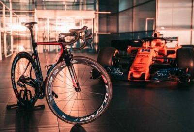 """Alonso e la passione per il ciclismo... un """"pesce"""" a metà"""