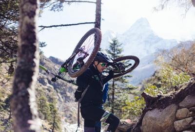 Sfida all'Everest in bici: l'impresa di Daniele Sala