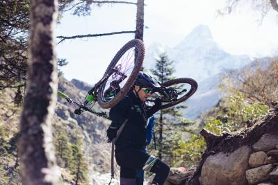 Sfida all'Everest in bici: l'impresa di Daniele Sala
