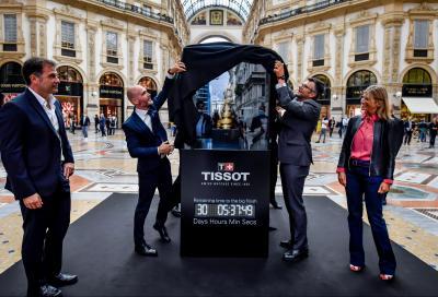 A Milano esposto il Trofeo Senza Fine destinato al vincitore del Giro