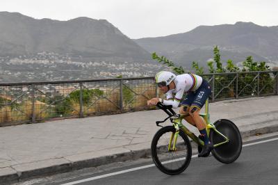 Ganna, debutto vincente al Giro