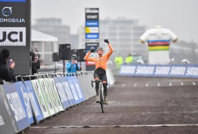 Mathieu van der Poel e Lucinda Brand mondiali di ciclocross
