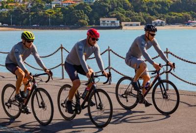 Luna Rossa in bici con Titici contro la plastica nell'Oceano