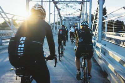 Vietato pedalare in gruppo: in tutta Italia scattano controlli e sanzioni per i ciclisti