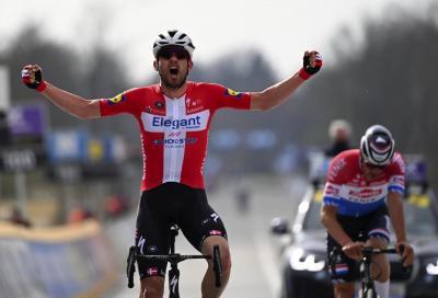 Giro delle Fiandre: volata vincente per Kasper Asgreen. Polemiche per la squalifica di Schär