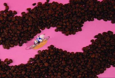 La spinta della caffeinain bici