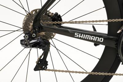 Come regolare il deragliatore posteriore e registrare le marce della tua bicicletta (video)