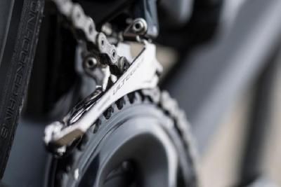 Come regolare il deragliatore anteriore della tua bicicletta