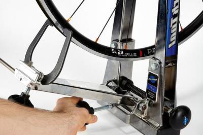 Come centrare la ruota della bicicletta (Video)