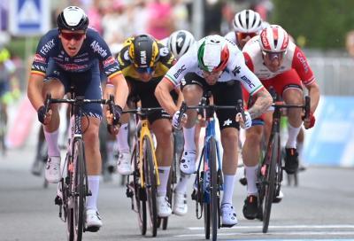 Giro d'Italia: Tim Merlier imprendibile in volata. Bruciati Nizzolo e Viviani