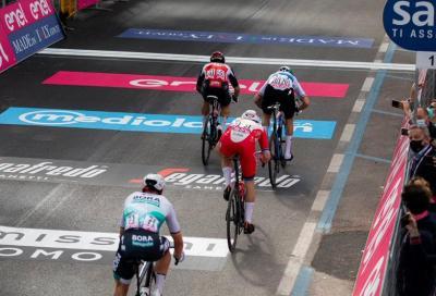 Giro d'Italia: Caleb Ewan brucia Giacomo Nizzolo sulla linea del traguardo. De Marchi resta in Rosa