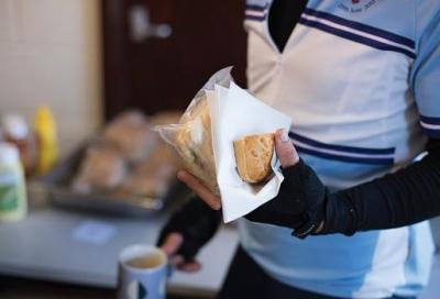 Quanto cibo portare con sé durante un'uscita in bicicletta e quando assumerlo